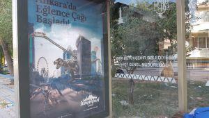 İzmir'de Otobüs Duraklarında, 'Ankarapark Reklamları'