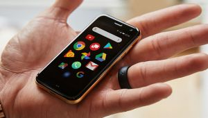Kredi Kartı Boyutundaki Akıllı Telefon Palm Türkiye'de