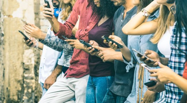 Sosyal Medya Ruh Sağlığımızı Olumsuz Etkiliyor
