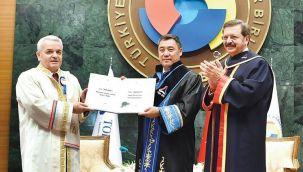 Kırgızistan Cumhurbaşkanı'na TOBB ETÜ'den fahri doktora