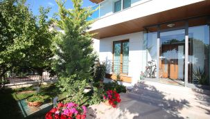 Ankara Beytepe'de asansörlü 7+2 satılık süper lüks villa