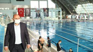 Ankara'daki olimpik yüzme havuzda şampiyonlar yetişiyor